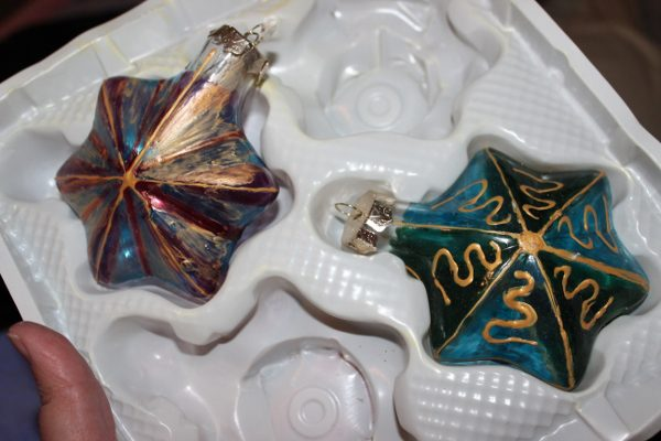 Decluttered Ornaments at ASlobComesClean.com