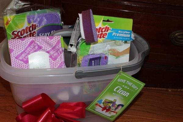 Win the #giftofclean from Scotch-Brite at ASlobComesClean.com